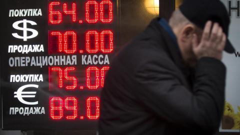 Tỉ giá đồng rúp đang phản ánh những tác động mà trừng phạt của phương Tây áp đặt lên nước Nga