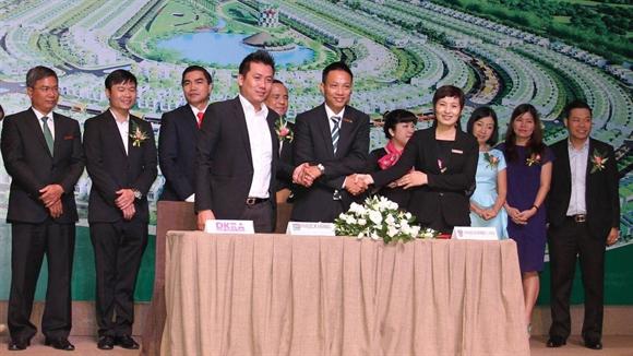 Ông Phạm Lâm - Tổng Giám đốc DKRA ký kết hợp tác phân phối dự án với chủ đầu tư Phúc Khang Corporation