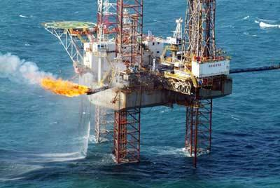 Hoạt động khai thác dầu khí ở Việt Nam bất lợi vì trầm tích nằm sâu dưới biển