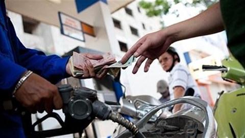Giá xăng giảm kỷ lục 2.059 đồng/lít, vẫn đắt hơn Mỹ