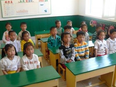 2. Tuy là một trong những quốc gia nghèo 100% dân số từ 15 tuổi trở lên đều biết đọc biết viết.