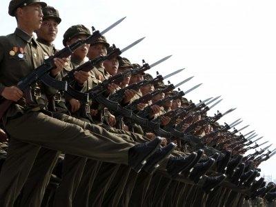 Triều Tiên có lực lượng quân đội lớn thứ 4 thế giới với gần 1,2 triệu người đang trong biên chế. So với Mỹ, con số này là xấp xỉ 1,4 triệu người.