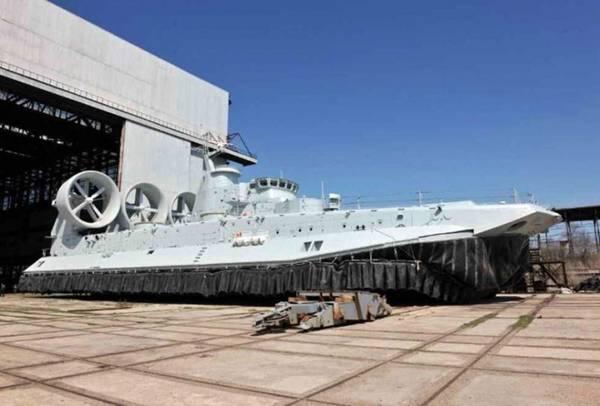 """Tàu đổ bộ đệm khí đầu tiên của Trung Quốc """" Pomornhik Zubr """""""