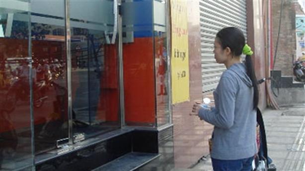 ATM không nhả tiền dịp Tết: Ngân hàng đổ lỗi cho khách