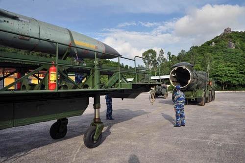 Lữ đoàn 679 là một trong 3 đơn vị tên lửa phòng thủ bờ biển của Hải quân Nhân dân Việt Nam có nhiệm vụ chiến đấu, bảo vệ căn cứ hải quân, các hải đảo quan trọng trên tuyến giao thông gần bờ biển và bờ biển; tham gia phòng thủ bờ biển, hải đảo; chi viện cho các tàu hải quân chiến đấu và cho lục quân hoạt động trên hướng ven biển.
