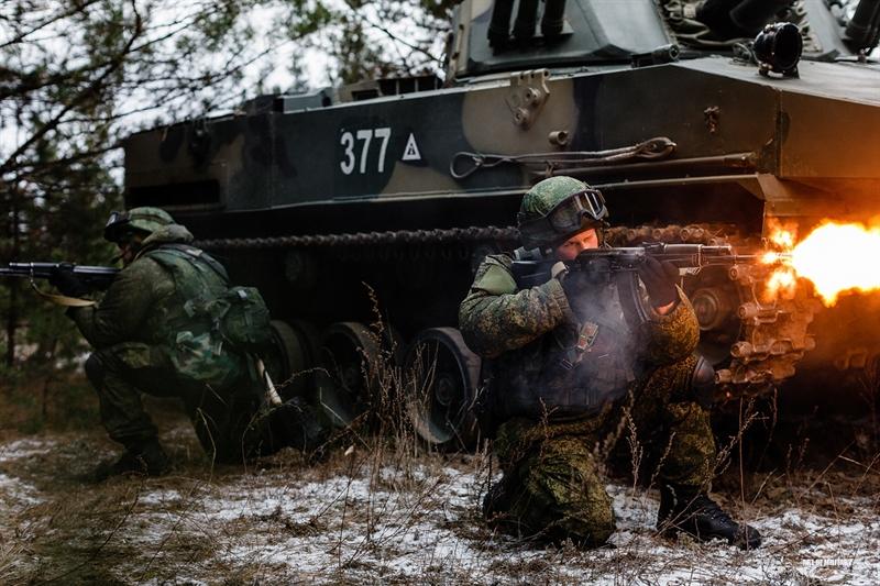 BMD-4M tham gia thử nghiệm khả năng tác chiến cùng các binh sỹ của VDV trong điều kiện chiến đấu thực tế ở một trường bắn thuộc khu vực Ryazan hồi cuối tháng 12/2014 vừa qua.
