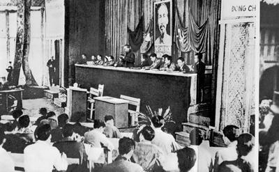 Chủ tịch Hồ Chí Minh phát biểu tại Đại hội đại biểu toàn quốc Đảng Cộng sản Việt Nam lần thứ 2 tại xã Vinh Quang, huyện Chiêm Hóa, tỉnh Tuyên Quang.
