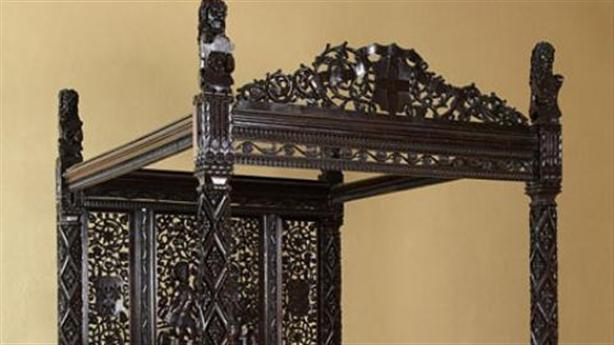Chiếc giường gỗ trị giá… 645 tỉ đồng