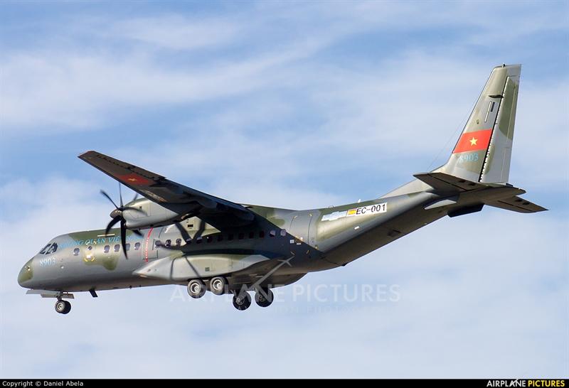 Máy bay C-295M 8903 được đánh số sê-ri EC-001.