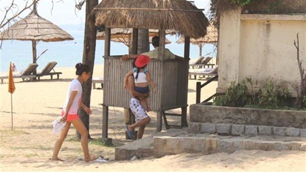 Người dân bị cản đi dạo qua resort: Điều đã mất