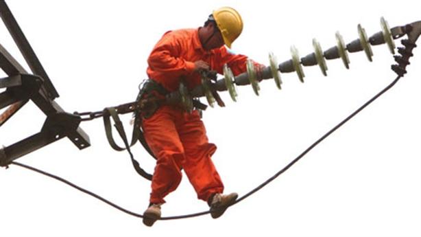 Mất điện 63 lần/năm: Ngành điện đâu có bắt đền dân!