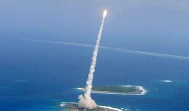 """Chính người Mỹ lên kế hoạch """"hạ"""" các tên lửa đạn đạo của Nga sau đòn tấn công chớp nhoáng toàn cầu bằng cách đó – trước hết, các tên lửa đạn đạo sẽ bị bắn hạ khi mới tăng tốc ở phần quỹ đạo trên lãnh thổ Châu Âu. Và không chỉ bằng các hệ thống phóng từ biển."""