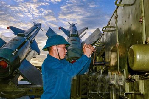 Về hỏa lực hệ thống, S125-2TM trang bị 4 bệ phóng cố định 5P73-2TM lắp 4 đạn tên lửa 5V27. Đạn 5V27 nâng cấp cho phép diệt mục tiêu ở tầm bắn xa đến 35km, tầm cao đạt 25km, đánh chặn mục tiêu di chuyển tốc độ 900m/s.