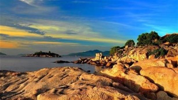 Bãi biển Nha Trang bị cắt nát:Luật di sản vô hiệu lực?