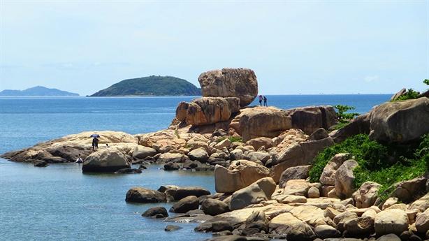 Thêm dự án cắt bãi biển Nha Trang: Sai phải đập bỏ!