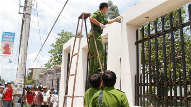 Thảm sát tại Bình Phước: Nghi phạm khai vì tình, tiền