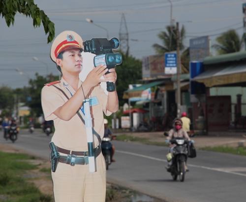 Theo đại úy Lê Việt Trung - Đội trưởng CSGT Công an quận Thốt Nốt - những tháng đầu năm quận dẫn đầu thành phố về số người chết do tai nạn giao thông. Do đó, Ban An toàn giao thông quận đã đưa ra ý tưởng cho CSGT mô hình xuống đường làm nhiệm vụ với mục đích tuyên truyền bằng hình ảnh, nhằm nâng cao ý thức chấp hành luật giao thông.