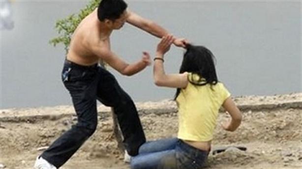 Chồng đánh vì khoe sắc với bạn sau khi đi thẩm mỹ