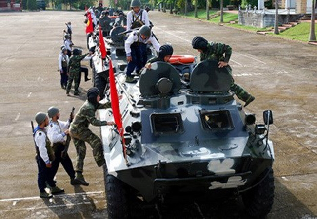 BTR-60 được giới thiệu lần đầu vào tháng 12/1959 và gia nhập biên chế năm 1960 (nên được đặt tên là BTR-60), với khoảng 25.000 chiếc được sản xuất tại Liên Xô đến năm 1976.
