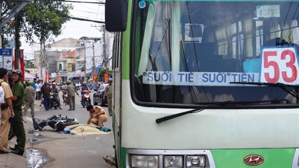 Sài Gòn: Xe buýt cán chết ông cụ chạy xe ôm