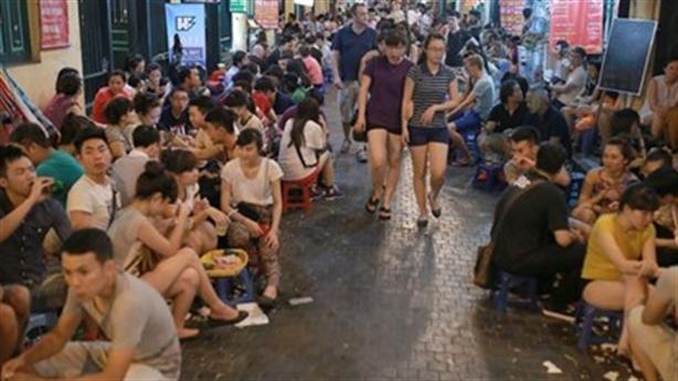 Lát đá phố cổ Hà Nội: Đừng nên hồn Việt xác... Âu?