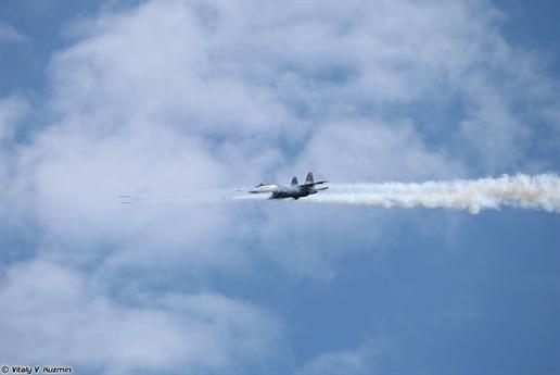 Nhờ sở hữu khả năng siêu cơ động, Su-35S có thể dễ dàng thực hiện các động tác bổ nhào và sử dụng vũ khí pháo, rocket và bom để tiêu diệt chính xác các mục tiêu dưới mặt đất.