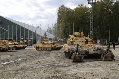 Tham gia sự kiện quân sự tầm cỡ quốc tế này có đại diện giới chức quốc phòng đến từ 65 quốc gia và 250 nhà thầu quân sự trong nước và quốc tế. Có khoảng 700 nhà báo Nga và quốc tế đã có mặt đưa tin về triển lãm quân sự quy mô này.