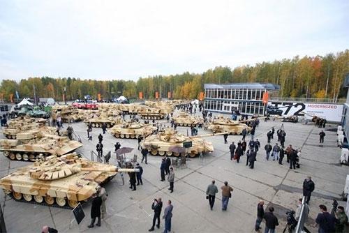 """Tập đoàn """"các nhà máy kéo"""" cũng hứa mang đến Nizhny Tagil các biến thể mới xe chiến đấu bộ binh thông thường BMP-3 với module """"Derivation"""" và """"Dragon"""", còn Xí nghiệp khoa học sản xuất """"các tổ hợp công nghệ cao"""" sẽ cho ra mắt các phiên bản khác nhau của tổ hợp tên lửa """"Kornet""""."""