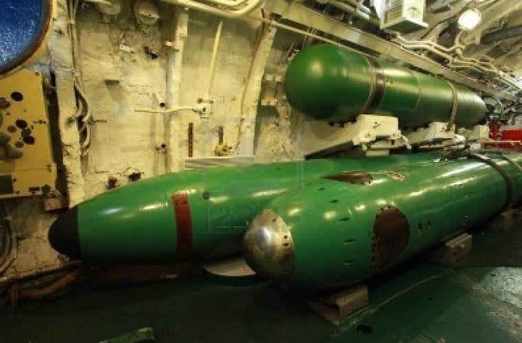 Tiếp theo là ngư lôi TEST 71. Đây là loại ngư lôi dẫn đường bằng dây dẫn và nặng hơn khá nhiều so với loại TEST 68 - ngư lôi dẫn đường bằng dây dẫn đầu tiên của Liên Xô. TEST 71 sở hữu khá nhiều ưu điểm như tầm bắn xa hơn, đầu nổ nặng hơn và có thể tấn công mục tiêu ở độ sâu lớn hơn.