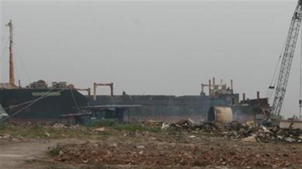 Cho phá dỡ tàu cũ, Việt Nam biến mình thành bãi rác?