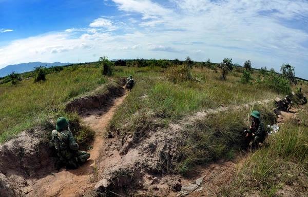 Lực lượng trên các hướng phòng ngự sẵn sàng ngăn chặn các đợt tiến công của địch, giữ vững trận địa.