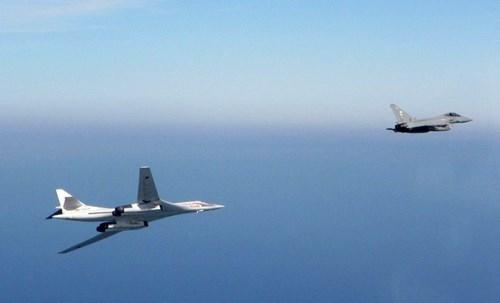 Thông tin này được Không quân Hoàng gia Anh (RAF) cho biết. Theo đó, tối 19/11 Anh đã điều động các máy bay tiêm kích Typhoon từ Scotland để chặn 2 máy bay ném bom của Nga tiến gần không phận của Anh trên Đại Tây Dương.