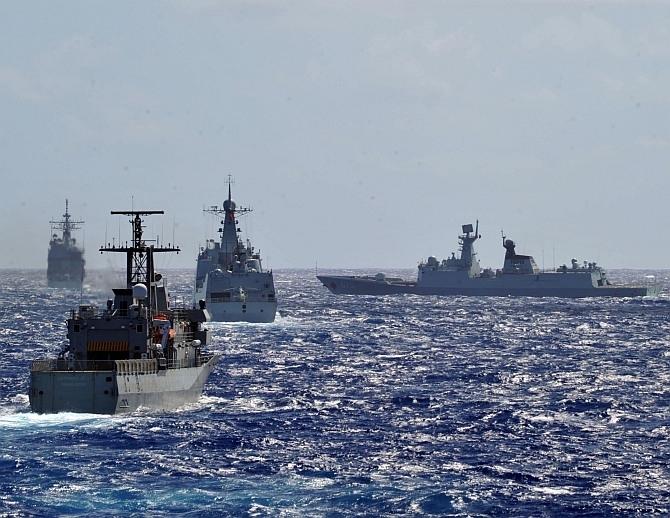 Dù được đánh giá là dàn chiến hạm chống ngầm hàng đầu trong Hải quân Trung Quốc nhưng chúng đã bị chính Hải quân nước này chê tơi tả bởi khả năng yếu kém. Với trường hợp của tàu Type 054A - lớp tàu được thiết kế để tiêu diệt mọi mục tiêu trên biển, trên không và dưới mặt nước, tuy nhiên tàu hộ vệ Type 054A của Trung Quốc lại không thể chống ngầm, theo tờ Bưu điện Hoa Nam buổi sáng (SCMP).
