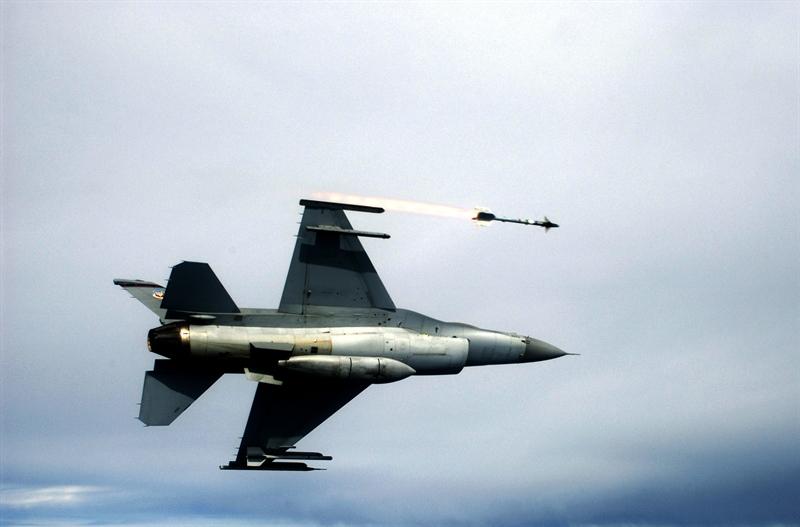 Theo nguồn tin này, tên lửa Sidewinder là một phần trong gói nâng cấp của hãng sản xuất vũ khí Lockheed Martin dành cho Thổ Nhĩ Kỳ. Không quân nước này đã tiếp nhận đội chiến đấu cơ F-16 Falcon nâng cấp vào hồi tháng 4/2015 vừa qua.