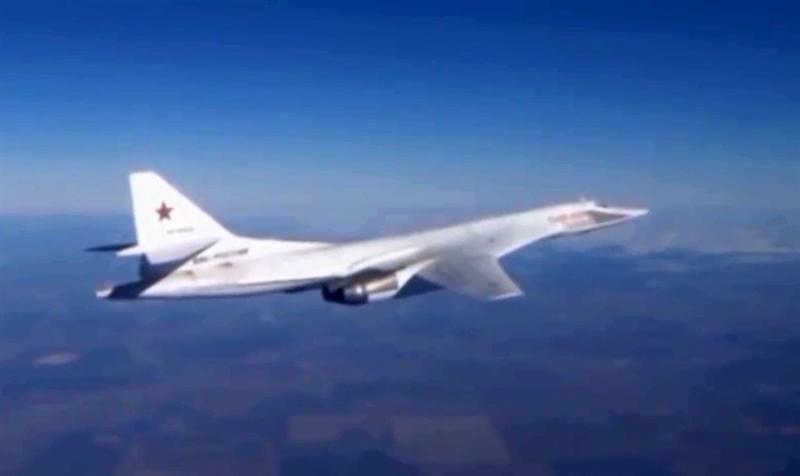 Có thể thấy rõ, nhiệm vụ không kích ở Syria hoàn toàn có thể thực hiện bằng các đơn vị máy bay chiến thuật như Su-34, Su-24M hay Su-25SM, Không quân Nga đang triển khai ở căn cứ Hmeymim (Syria), nhưng Nga đã huy động máy bay chiến lược tấn công vào các vị trí IS bằng bom và tên lửa hành trình.