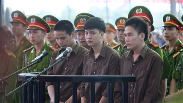 Xét xử thảm sát Bình Phước: Bị cáo khóc vì nhớ nhà