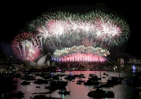 Cảng Sydney được cho là một trong những nơi có cảnh đẹp ngoạn mục nhất để đón chào năm mới, và đêm giao thừa tại đây cũng là một trong những sự kiện công cộng miễn phí lớn nhất trên thế giới.