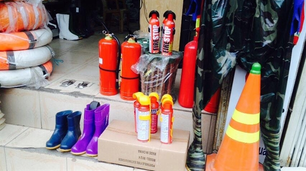 Trang bị bình cứu hỏa:Loại có tem Bộ Công an cháy hàng