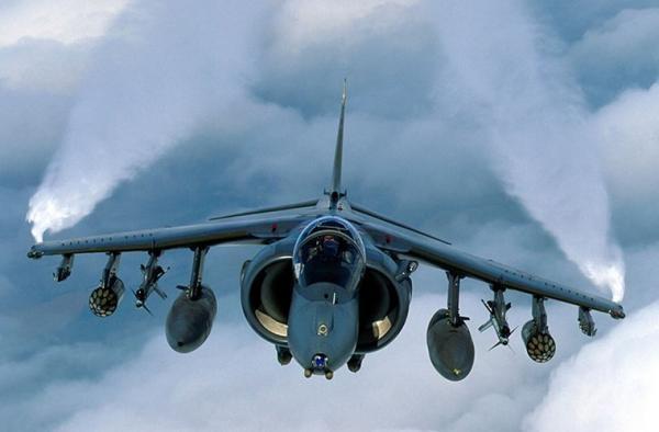 Theo trang Defensenews.com, Đài Loan sẽ có cơ hội mua các tiêm kích hạ cánh thẳng đứng và cất cánh đường băng ngắn AV-8B Harrier hiện đang được biên chế trong Thủy quân lục chiến Mỹ (USMC). Theo nguồn tin này, máy bay AV-8B Harrier II được đưa vào trang bị của USMC vào năm 1985, được sản xuất loạt từ năm 1981-2003 và hiện AV-8B chuẩn được USMC thay thế bằng tiêm kích F-35B.