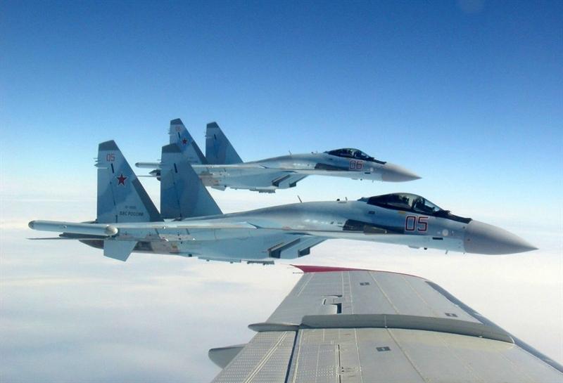 Theo nguồn tin này, bốn chiếc Su-35S này có số hiệu lần lượt là 03, 04, 05, 06 trên thân vừa mới được bàn giao cho Không quân Nga hồi tháng 10 và 11/2015.