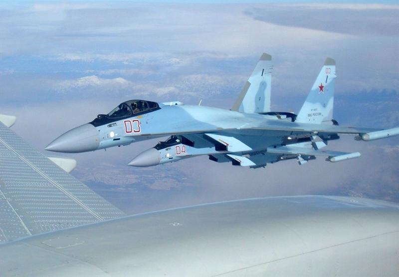 Theo những thông tin ban đầu, những chiếc Su-35S đến Syria được tích hợp hệ thống gây nhiễu điện tử L-265M10 ở hai đầu cánh - sản phẩm của Tập đoàn Khibiny-M.