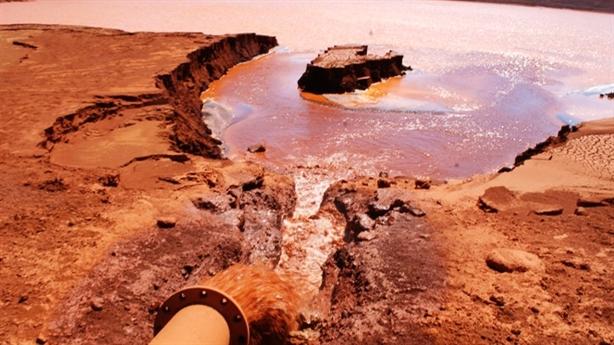 Bục đường ống bauxite: Bệnh lão hóa do con người, khách quan