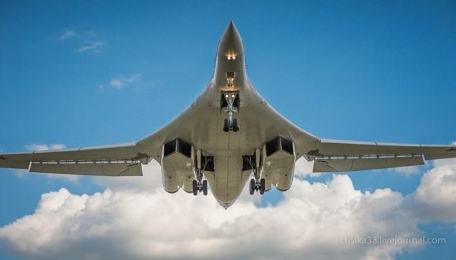 RIA Novosti dẫn lời cố vấn phó giám đốc Công ty công nghệ radio-điện tử (RETC), ông Vladimir Mikheev cho biết. Việc cài đặt hệ thống điện tử hàng không và tác chiến điện tử mới cho Tu-160 sẽ bắt đầu vào năm 2016, trong khi, các công việc liên quan đến thiết kế và đề ra yêu cầu về kĩ thuật cũng như sự hiệu quả cũng đang được tiến hành.