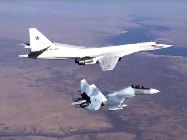 Ngoài sự khác biệt về tính hiệu quả so với phiên bản cũ, Tu-160M2 còn được trang bị hệ thống điện tử hiện đại mới với khả năng chống tên lửa hiệu quả. Không những vậy, Tu-160M2 còn trở nên vô hình trước các radar phòng không của đối phương.