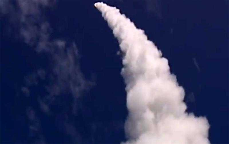 Tên lửa được phóng từ các bệ phóng thẳng đứng tiêu chuẩn Mk.41, có khả năng tiêu diệt mục tiêu ở cự ly ngoài vùng phát hiện của radar. Trong các cuộc thử nghiệm được thực hiện, SM-6 đã đánh chặn thành công tên lửa hành trình siêu âm tầm ngắn, tên lửa hành trình cận âm tầm thấp và tên lửa hành trình cận âm tầm trung.