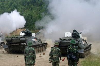 Pháo tự hành đổ bộ đường không ASU-85 sử dụng khung gầm PT-76, loại xe tăng bơi nổi tiếng đã từng tham gia nhiều chiến dịch lớn, lập những chiến công oanh liệt trong suốt 2 cuộc kháng chiến chống Mỹ và chiến tranh bảo vệ biên giới.