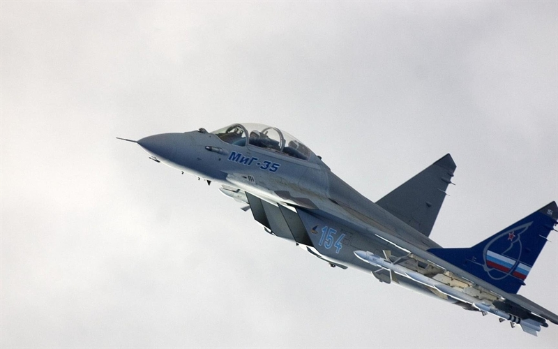 Ngoài việc được trang bị thêm hệ thống định vị quán tính cực hiện đại, nhà sản xuất cũng đã thử nghiệm thành công đạn tên lửa tự dẫn mới mang tên Grom trên những chiếc MiG-35 nâng cấp.