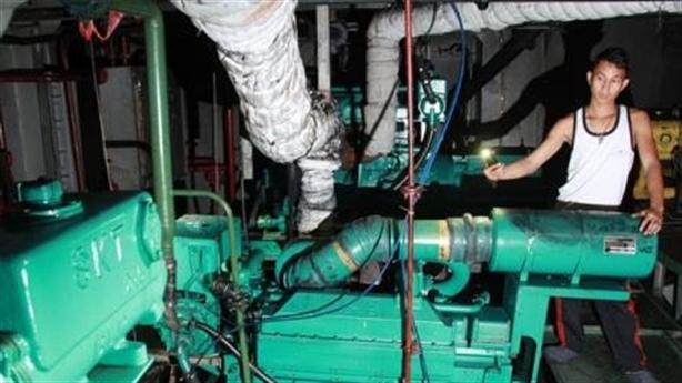 Ngư dân trả tàu thép: Động cơ cũ nhập về lắp lại