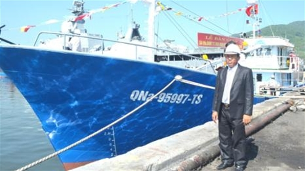 Thêm ngư dân cho tàu thép 14 tỷ nằm kho