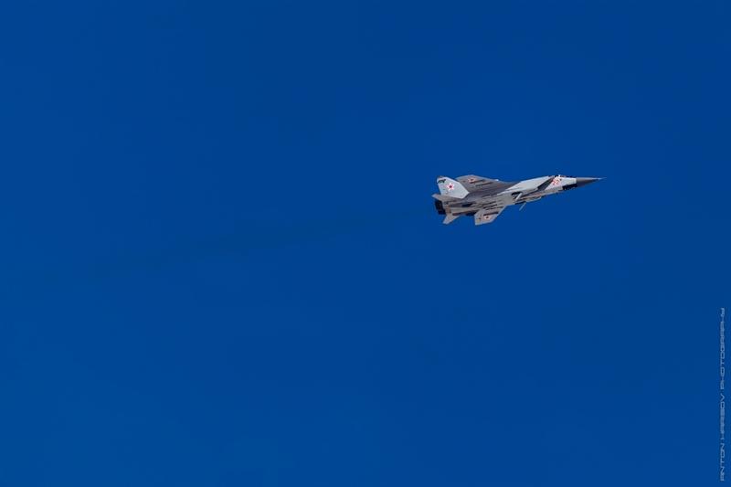 Những năm 1980, Liên Xô đã lên kế hoạch triển khai chương trình chống vệ tinh bằng tên lửa phóng từ tiêm kích đánh chặn MiG-31 Foxhound. Máy bay sửa đổi cho nhiệm vụ chống vệ tinh được chỉ định là MiG-31D.
